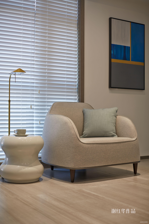 简约又不失设计感的椅子,让人倍感舒适,又符合业主的生活品位。